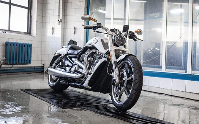 детейлинг мотоцикла Harley-Davidson